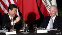 Joe Biden bertemu dengan Xi Jinping dari China di Los Angeles pada tahun 2012 ketika keduanya masih menjadi wakil presiden. (AFP / POOL)