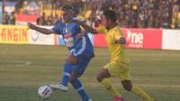 Aksi Cristian El Loco Gonzales saat membela PSIM melawan Persik di Stadion Sultan Agung Bantul, Senin (1/7/2019). (Bola.com/Vincentius Atmaja)