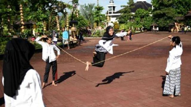 Yuk Nikmati Permainan Tradisional Di Alun Alun Purwakarta Regional Liputan6 Com