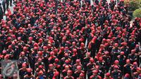 Buruh melakukan orasi menuju Istana Merdeka, Jakarta, Kamis (29/10/2015). Buruh menuntut agar Presiden Joko Widodo mencabut Peraturan Pemerintah Nomor 78 Tahun 2015 tentang Pengupahan. (Liputan6.com/Gempur M Surya)