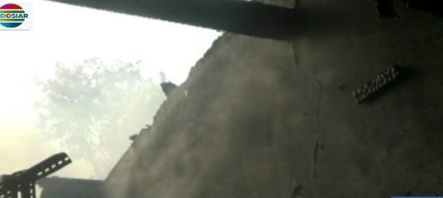 Diduga api bersumber dari hubungan pendek arus listrik dari salah satu rumah.
