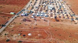 Sebanyak 120 anak-anak yang tinggal di tenda-tenda pengungsian di Suriah berkumpul dan menggelar pesta olahraga yang mereka namakan Olimpiade Tenda 2020. (Foto:AFP/Omar Haj Kadour)