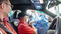 Menteri Kesehatan RI Budi Gunadi Sadikin mengapresiasi pelaksanaan vaksinasi drive thru menggandeng Halodoc di JIEXPO Kemayoran, Rabu, 3 Maret 2021. (Dok Kementerian Kesehatan RI)