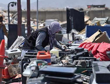 FOTO: Mengais Barang Rongsokan Sisa Pendudukan AS di Afghanistan