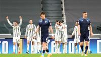 Para pemain Juventus merayakan gol Alvaro Morata ke gawang Lazio dalam lanjutan Liga Italia di Allianz Stadium, Minggu (8/3/2021). (Tano Pecoraro/LaPresse via AP)