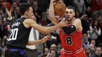 Aksi Zach LaVine saat membantu Bulls kalahkan Clippers di laga NBA (AP)