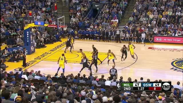 Berita video game recap NBA 2017-2018 antara Milwaukee Bucks melawan Golden State Warriors dengan skor 116-107.