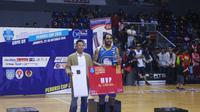 Pemain asing Satria Muda di ajang Perbasi Cup 2016, Dior Lowhorn, berharap tetap tampil di kompetisi basket Indonesia pada tahun depan. (Bola.com/Andhika Putra)