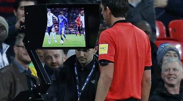 Ilustrasi VAR di sepak bola