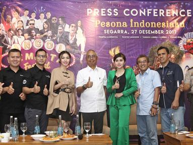 Suasana saat jumpa pers yang bertema Pesona Indonesiaku di kawasan Ancol, Jakarta, Rabu (27/12). Jumpa pers ini juga dihadiri oleh sejumlah penyanyi yang akan mengisi Ancol Gempita Festival. (Liputan6.com/Herman Zakharia)