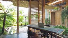 Penggunaan kaca ukuran besar mencirikan gaya minimalis, yang menonjolkan fungsi pencahayaan maksimal (James Walting/Property Report)