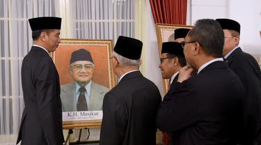 Presiden memberikan gelar pahlawan nasional pada enam tokoh, Jumat (8/11/2019).
