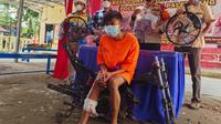 MA (18), Si Kancil dari Palembang Sumsel akhirnya diciduk oleh polisi, karena kerap mencuri sepeda motor (Liputan6.com / Nefri Inge)