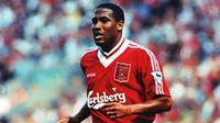 John Barnes, sayap kiri Liverpool era 80 hingga 90an. Berhasil tampil sebanyak 314 kali bersama The Reds dan berhasil mencetak 84 gol. (Istimewa)