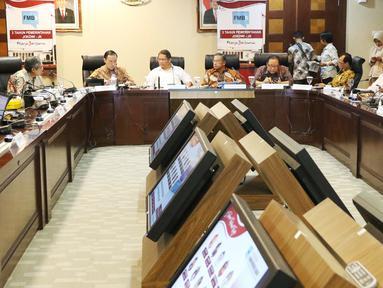 Suasana saat sejumlah menteri menyampaikan keterangan pencapaian tiga tahun pemerintahan di Gedung Bina Graha, Jakarta, Selasa (17/10). Acara ini bertema Perwujudan Indonesia Sentris dan Pembangunan Kewilayahan Secara Merata. (Liputan6.com/Angga Yuniar)