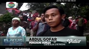 3 rumah warga di Kecamatan Kalisat, Kabupaten Jember, Jawa Timur luluh lantak setelah dibakar sekelompok orang tak dikenal, pada Minggu sore. Tidak ada korban jiwa dalam peristiwa ini dan polisi masih memburu para pelaku pembakaran.
