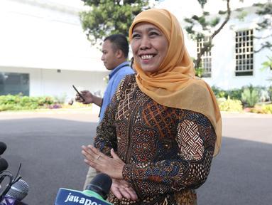 Gubernur Jawa Timur Khofifah Indar Parawansa usai menemui Presiden Joko Widodo di Istana Kepresidenan, Jakarta, Selasa (18/6/2019). Khofifah membahas proyek infrastruktur dan transportasi di Jawa Timur seperti penambahan gerbang Commuter Line, pembangunan MRT dan LRT. (Liputan6.com/Angga Yuniar)