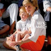 Masih dalam euphoria Royal Wedding, lihat throwback gaya fashionable ibunda Pangeran Harry, Putri Diana. (Sumber foto: Pinterest)