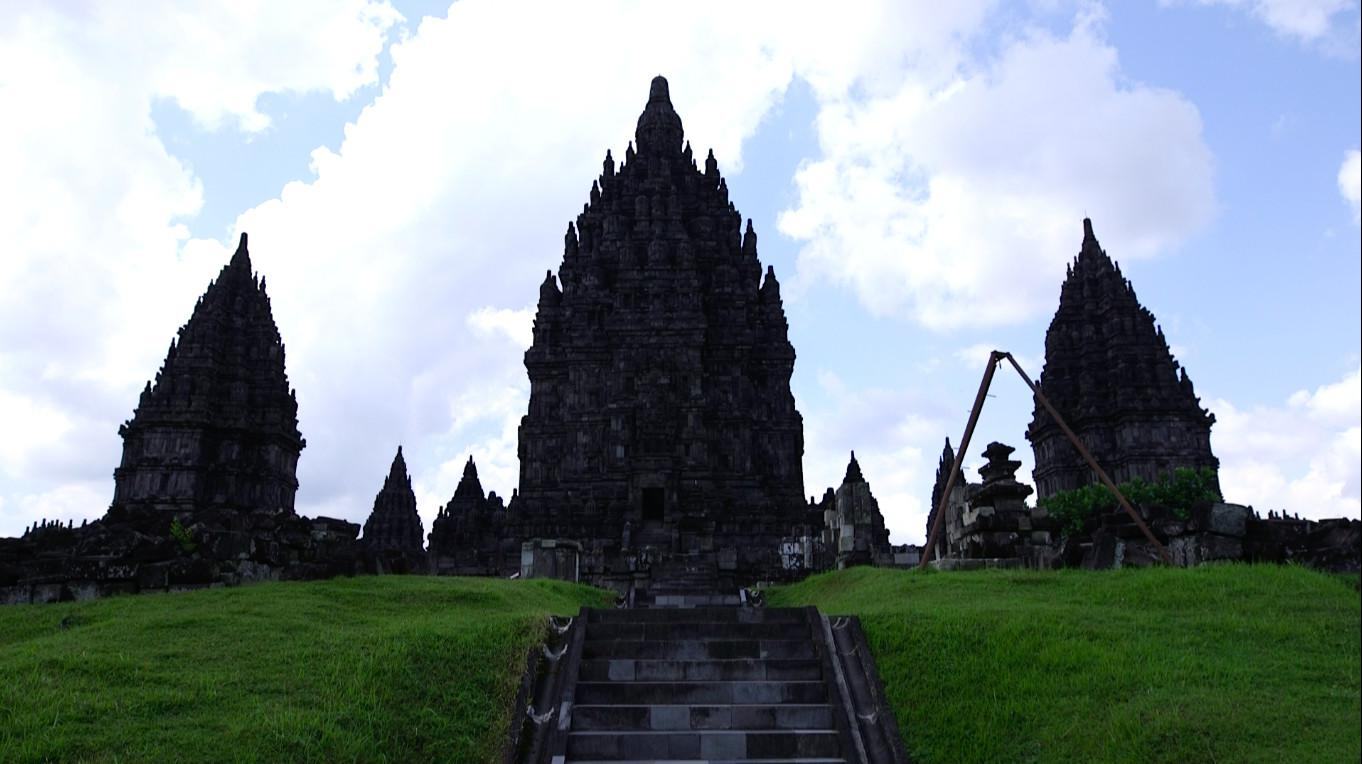 Tiga candi utama di Kompleks Candi Prambanan (Liputan6.com/Balgoraszky A. Marbun)