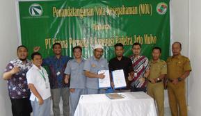 Penandatanganan kerjasama Koperasi Binaan PT Perusahaan Gas Negara Tbk (PGN) dengan PT Kirana Megatara Tbk untuk menyerap hasil perkebunan karet di daerah Desa Pagardewa, Lubai Ulu, Muara Enim.