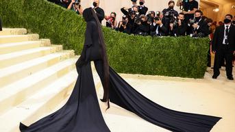 Rambut Ekor Kuda Kim Kardashian di Met Gala 2021 Senilai Rp142 Juta