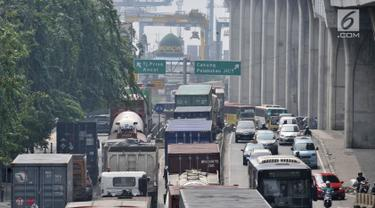 Semrawut Kemacetan Truk Kontainer di Tanjung Priok