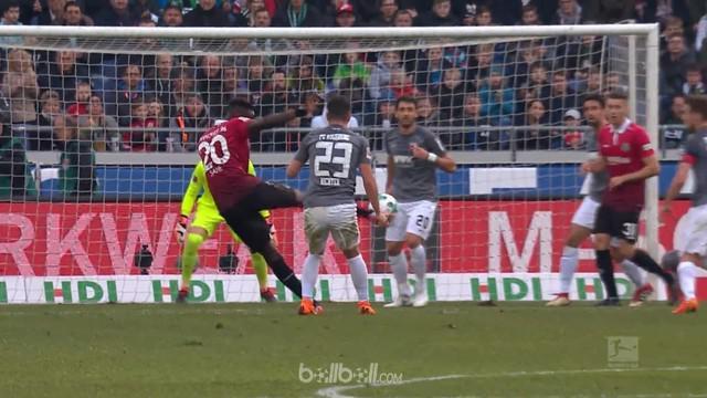 Bek tengah Hannover, Salif Sane menorehkan gol tendangan voli sensasional, namun gol tersebut tidak cukup untuk menghindarkan timn...