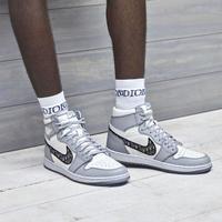 Dua merek dari bidang yang berbeda hasilnya sneakers cantik, The Air Dior (Foto: Dior)