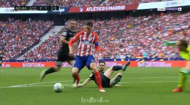 Fernando Torres mengakhiri karir di klub idolanya Atletico Madrid dengan sepasang gol dalam laga imbang 2-2 di kandang sendiri melawan Eibar di ajang Liga Spanyol, Minggu (20/5). Torres melesakkan gol di menit ke-42 lewat skema serangan balik untuk m...