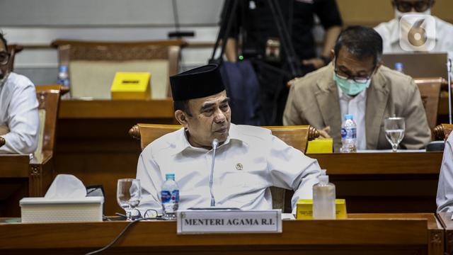 FOTO: Rapat dengan DPR, Menag Klarifikasi soal Pernyataan Radikalisme
