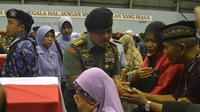 Panglima TNI Jenderal Gatot Nurmantyo menemui keluarga kru Hercules di Skadron 32 Abdulrachman Saleh Malang