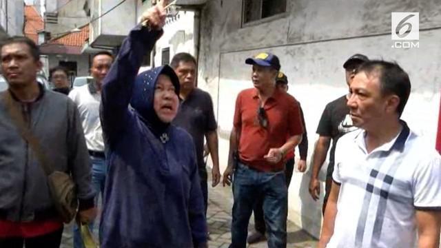 Wali Kota Surabaya Tri Rismaharini meninjau kondisi belasan rumah yang terbakar. Dalam kunjungannya Risma melakukan beberapa perubahan.
