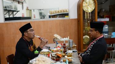 Gubernur DKI Jakarta Anies Baswedan dan Gubernur Jawa Barat Ridwan Kamil bertemu di Sumedang, Jawa Barat. (Istimewa)
