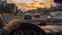 Berkendara atau menyetir mobil ilustrasi (iStockphoto)