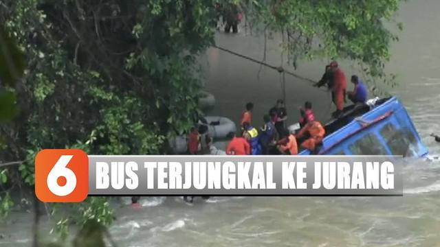 Hingga kini petugas gabungan TNI-Polri, BPBD, dan Tagana masih terus melakukan evakuasi korban yang tersisa diduga masih di dalam bus.