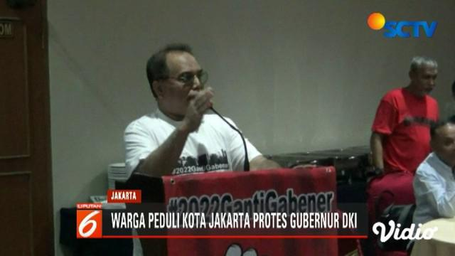 Puluhan warga atas nama Warga Peduli Kota Jakarta deklarasikan tagar 2022 ganti gabener pada hari ulang tahun Jakarta.
