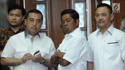 Mensos, Idrus Marham (kedua kanan) saat di ruang sidang pengadilan Tipikor jelang sidang tuntutan dugaan korupsi proyek e-KTP dengan terdakwa Setya Novanto, Jakarta, Kamis (29/3). Sidang mendengar pembacaan tuntutan. (Liputan6.com/Helmi Fithriansyah)