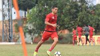Playmaker anyar Persija Jakarta, Renan Silva, saat mengikuti sesi latihan di Lapangan Sutasoma, Halim Perdanakusuma, Jakarta, Senin (30/7/2018). (Media Persija)
