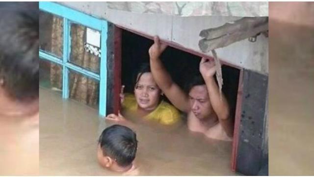 Seorang kakek 80 tahun digotong relawan lantaran banjir hampir menyentuh lantai 2 rumahnya di Kecamatan Baleendah, Kabupaten Bandung. Dan Pasangan ganda campuran Indonesia Praveen Jordan/Debby Susanto berhasil menyumbangkan gelar juara di All England