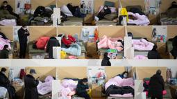 Aktivitas pasien dengan gejala ringan virus corona COVID-19 yang beristirahat pada malam hari di stadion olahraga yang diubah menjadi rumah sakit darurat di Wuhan, China pada 18 Februari 2020. Jumlah korban virus corona hingga Kamis (20/2) kembali meningkat menjadi 2.120 orang. (STR/AFP)