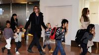 Angelina Jolie dikabarkan berubah pikiran dan akan menghabiskan Natalnya bersama dengan Brad Pitt dan anak-anak, benarkah hal tersebut? (TORU YAMANAKA / AFP)