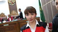 Roro Fitria menjalani sidang lanjutan kasus dugaan penyalahgunaan narkotika di PN Jakarta Selatan, Jakarta, Kamis (5/7). Roro Fitria tampil cantik dengan makeup lengkap, dari bedak, blush on hingga eyeliner. (Liputan6.com/Immanuel Antonius)