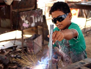 Jadi Pekerja Kasar, Begini Potret Anak-Anak di Yaman