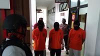 Tiga siswa SMA yang masih di bawah umur berhasil diamankan Polres Kutai Kartanegara setelah berupaya merampok toko emas di Kota Tenggarong.