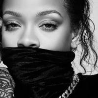 Mengintip penampilan Rihanna yang tampil frontal dengan maskara baru (Foto: instagram/badgalriri)