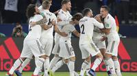 Para pemain Real Madrid merayakan gol ke gawang Al-Ain pada laga final Piala Dunia Antarklub 2018, di Zayed Sport City Stadium, Abu Dhabi, Sabtu (22/12/2018) malam waktu setempat. (AP Photo/Kamran Jebreili)