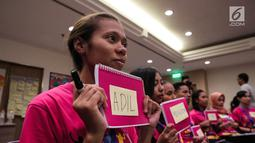 Para peserta saat mengikuti pelatihan dasar kepemimpinan calon menteri cilik di Jakarta, Senin (9/10). Pelatihan ini untuk pembekalan mengenai organisasi Kementerian Pemberdayaan perempuan dan Perlindungan Anak. (Liputan6.com/Faizal Fanani)