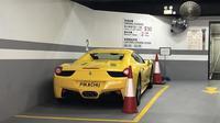 Pelat mobil Ferrary kuning berplat nomor buatan Pikachu (Sumber: boredpanda)