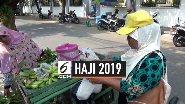 Menabung sebesar Rp 10.000 setiap hari selama 8 tauhun, Marliyah seorang penjual sayur keliling akhirnya bisa berangkat haji. Marliyah besyukur karena keinginan berangkat haji sudah lama dipendamnya sejak sekolah di Madrasyah.
