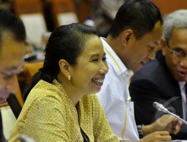 Menteri BUMN Rapat Kerja Dengan Komisi VI DPR RI